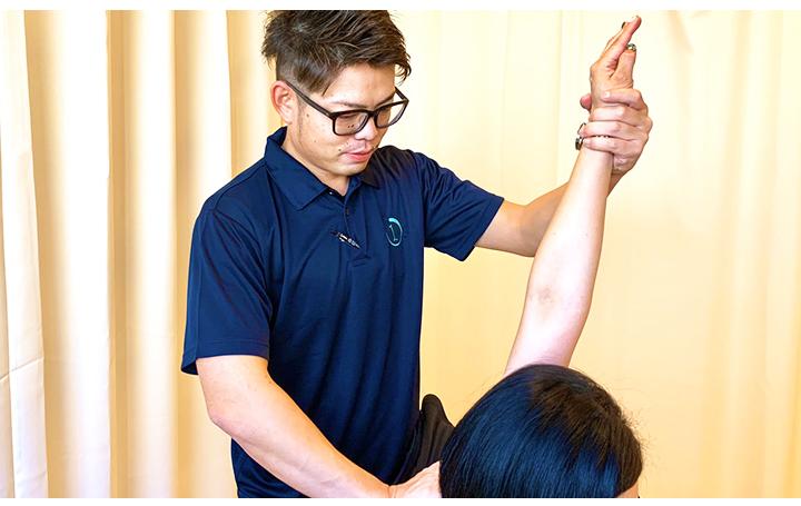 肩こり治療シーン